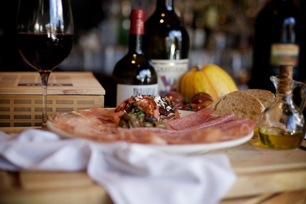 la-famiglia-ristorante-italiano-reno-antipasto-misto